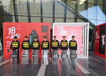 王源出席QQ会员18周年成年礼活动安保护卫