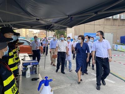 深圳市副市长及龙华区区委等领导慰问一线工作人员